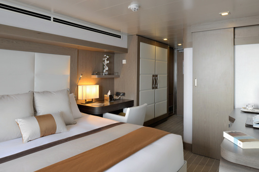 deluxe stateroom l'austral suite