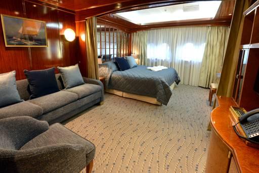 island sky twin porthole suite cabin