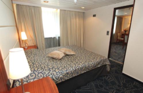 Ocean Endeavour Antarctica junior suite