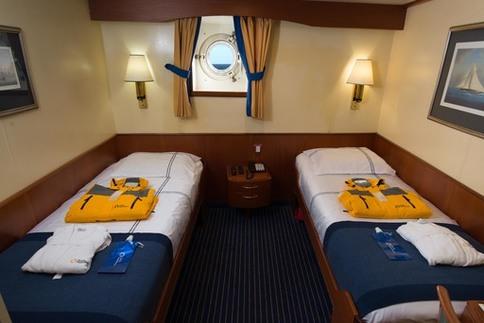 ocean adventurer lower deck twin cabin