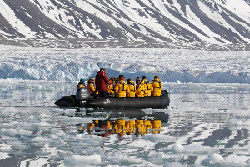 Zodiac cruise, Spitsbergen, Polar bear cruise