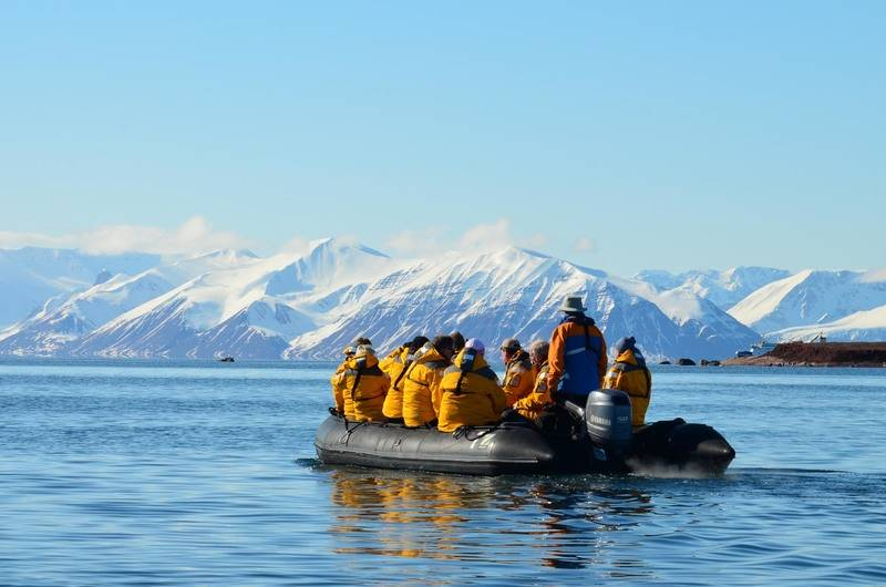 Zodiac excursions, Spitsbergen, Polar bear cruise