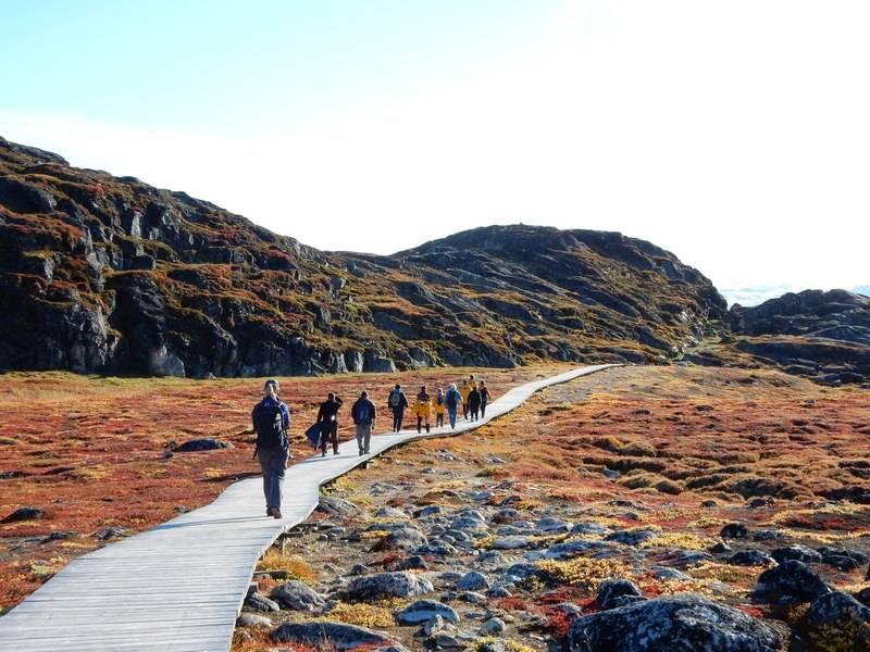 Arctic tundra walk, Arctic cruise