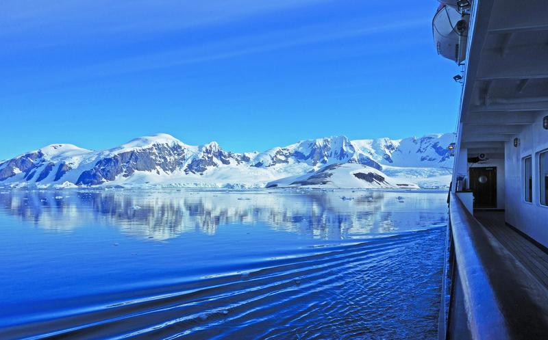 Cruise ship in Antarctica, Cruise to Antarctica