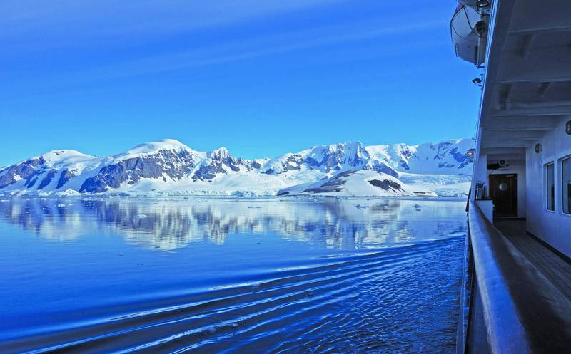 Cruise ship in Antarctica, Cruise to Antarctica