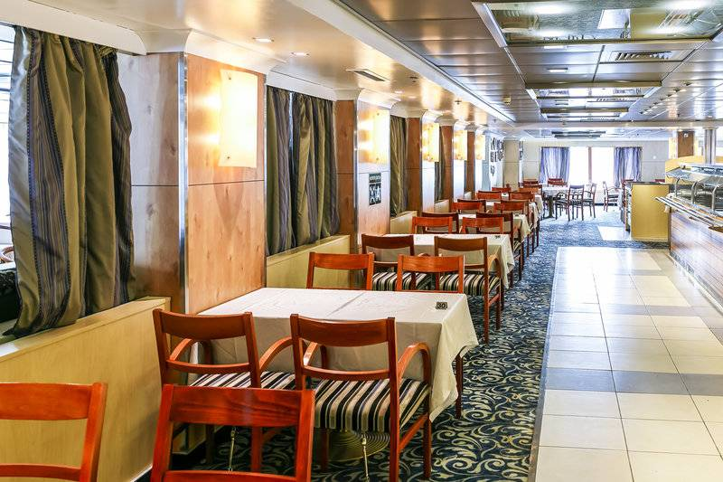 Ocean Endeavour dinning room, Cruise to Antarctica