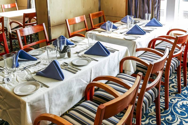 Ocean Endeavour dinning, Cruise to Antarctica
