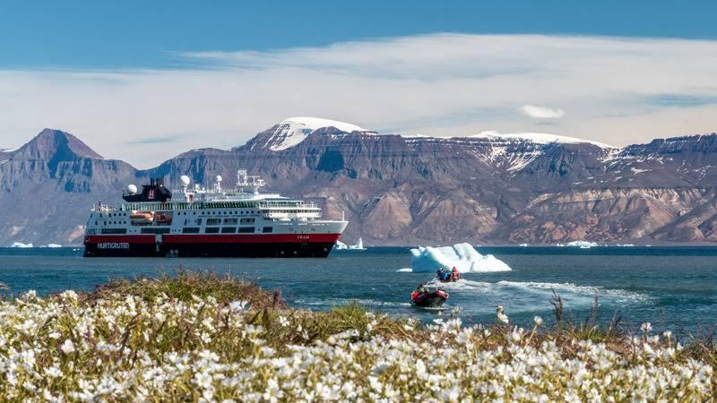 Fram in fjords, Arctic cruise