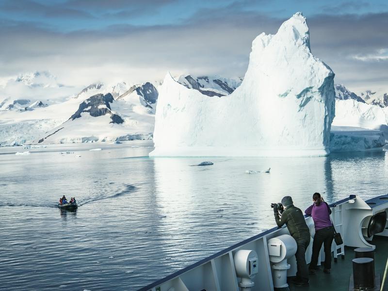 Plancius passengers in Antarctica, Cruise to Antarctica