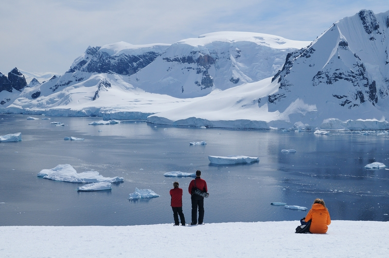 Tourists in Antarctica, Cruise to Antarctica