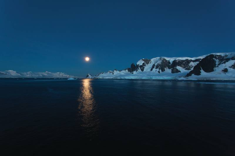 Antarctic Moon, Cruise to Antarctica