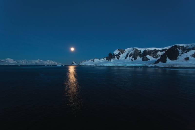 Antarctic Moon, Cruise to Antarctica