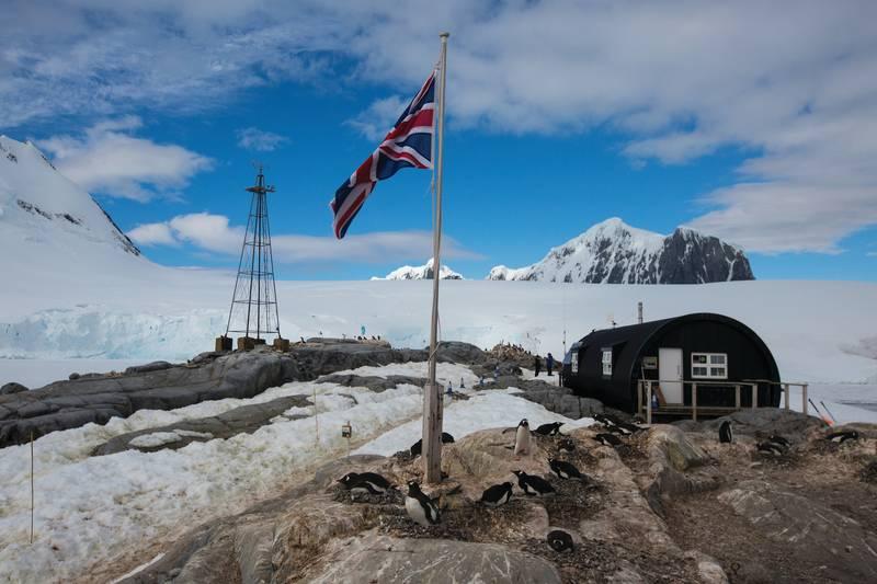 Antarctic research base, Cruise to Antarctica