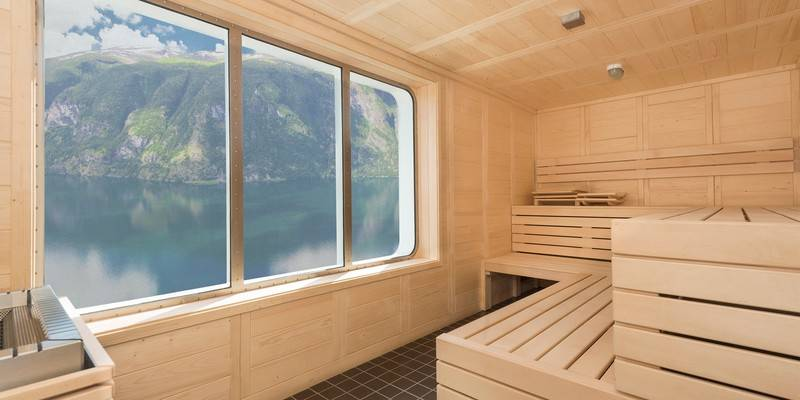 Spitsbergen sauna, Northern Lights cruise