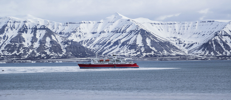 Artic mountain landscape expedition ship ocean clare forster 2013 8g9a1711 lg rgb