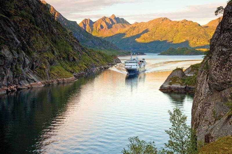 national geographic explorer luxury norway cruise spitsbergen polar bear cruise